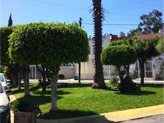 Casa en venta en Lomas De Zapopan de 2 hab. con Jardín...