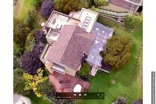 Casa campestre en la Calera, cuenta con 3 habitaciones y chimenea.