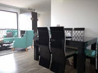 Una sala de estar llena de muebles y una chimenea en Apartamento en venta, Usaquen-Bogotá, cuenta con 2 habitaciones.