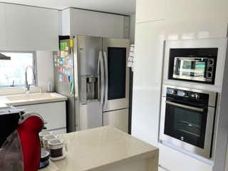 Apartamento en venta en Loma Del Escobero de 3 habitaciones