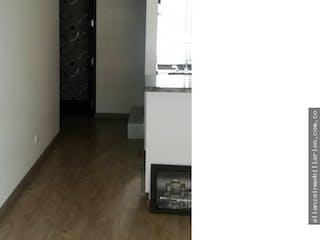 Una habitación que tiene una puerta en ella en Vendo Apartamento Alcala Moderno, Dos Alcobas