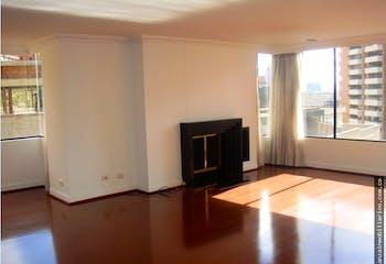 Apartamento en venta, Sierramonte-Usaquén, cuenta con 3 habitaciones.
