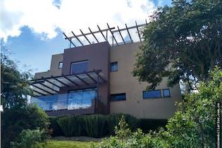 Casa de 379m2 en Arboretto, La Calera, cuenta con 4 habitaciones