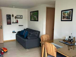Una sala de estar llena de muebles y una mesa en Apartamento en venta en La Aldea con acceso a Zonas húmedas