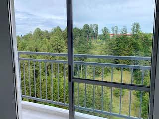 Una ventana con una vista de un bosque en Venta apartamento en Rionegro P.15