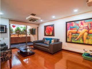 Una sala de estar llena de muebles y una televisión de pantalla plana en Apartamento en venta en Bella Suiza, 155mt con terraza