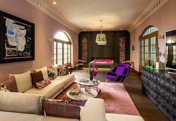 Señorial casa en venta con alberca techada y jardin