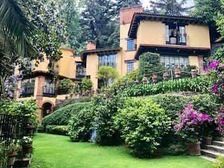 Casa en condominio en Encino Grande con enorme jardín de cuento