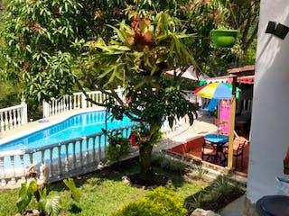 Hermosa casa de diseño colonial con piscina en la Vega
