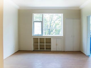Una habitación que tiene una ventana en ella en Departamento en venta en Hipódromo Condesa, 90 m² con balcón