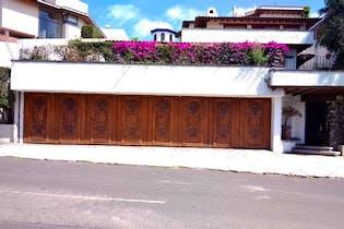 Oportunidad! Casa para remodelar en Bosques Lomas frente al edif del pantalón