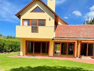 Una foto de una casa en la hierba en Rincon Grande Espectacular Casa Campestre con Terraza y Balcon