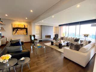 Una sala de estar llena de muebles y una gran ventana en Venta exclusivo PH con TERRAZA Club House SANTA BARBARA ALTA