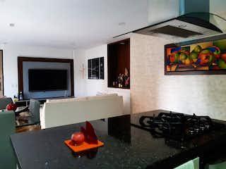 Una sala de estar llena de muebles y una televisión de pantalla plana en Venta de Apartamento en Belén - Malibú