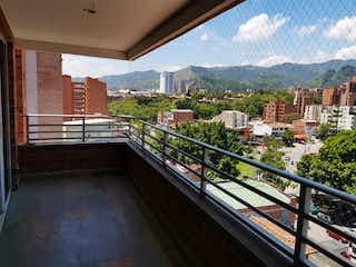 Una vista de una ciudad con un puente en el fondo en Venta de Apartamento en La Castellana, Medellín