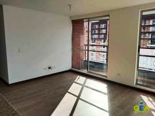 Una cocina con nevera y una ventana en Apartamento en venta en Casco Urbano Zipaquirá de 3 hab. con Piscina...