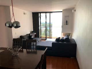 Una sala de estar llena de muebles y una ventana en Apartamento en venta en Britalia con Jardín...