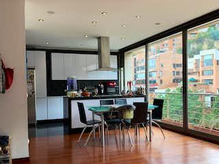 Una habitación llena de muchos muebles y una televisión de pantalla plana en Apartamento en venta en El Refugio 145m² con Gimnasio...