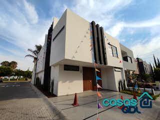Casa en venta en Fracc Colinas El Centinela con Bbq...