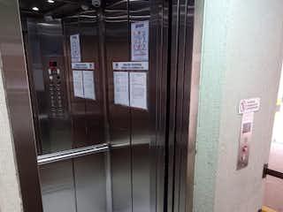 Un cuarto de baño con ducha y una puerta de cristal en Sotavento