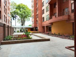 Un gran edificio de ladrillo en una esquina de la calle en Apartamento en venta en Barrio Teusaquillo de 1 hab. con Gimnasio...