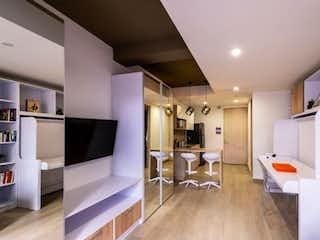 Una sala de estar llena de muebles y una chimenea en APARTAESTUDIO PARA INVERSIONISTA