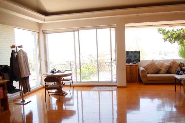 Portada Casa en venta en Bosques de las Lomas de 1100con balcón.