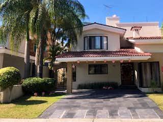 Casa en venta en Fracc Puerta De Hierro de 300m² con Jardín...