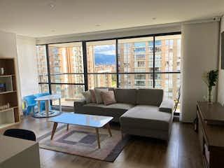 Una sala de estar llena de muebles y una gran ventana en APARTAMENTO EN SOTAVENTO
