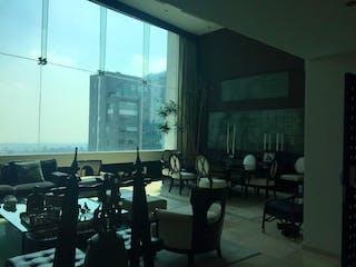 Una sala de estar llena de muebles y una ventana en DEPARTAMENTO EN VENTA BOSQUES DE LAS LOMAS
