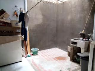 Una cocina con una estufa de fregadero y nevera en Casa en venta en Belén Centro de 4 alcobas