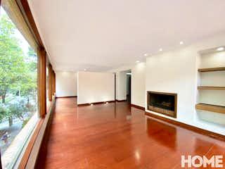 Una sala de estar llena de muebles y una televisión de pantalla plana en AMPLIO APTO DE 3 HABITACIONES GRAN UBICACIÓN – VENTA- Cll 84 Cra 10 – CABRERA