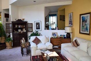 Casa en venta en Fracc Lomas De Las Palmas de 2 niveles.