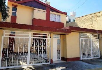 Venta Casa Fuentes de Satélite con SEGURIDAD 24Hrs.