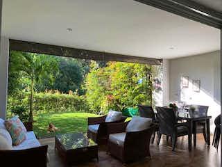 Perfecta para los que buscan una casa com un súper jardín tranquilo