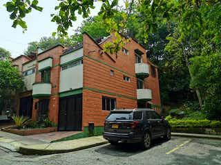 Casa De 3 Niveles En Unidad Residencial De Robledo