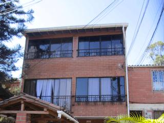 Venta Casa 3 Pisos Cerca Universidad De Medellin