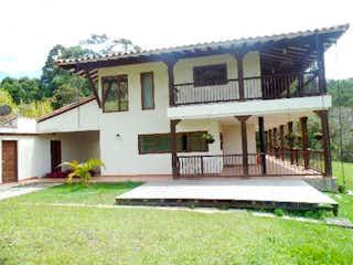 Casa en venta en Casco Urbano Guarne 10263m² con Bbq...