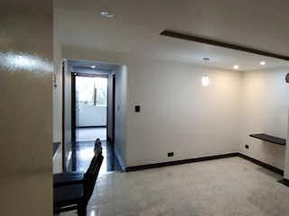 Una cocina con nevera y fregadero en Apartamento en venta en Santa Mónica de 3 alcoba