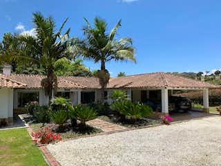 Cerca Al Club Llanogrande, Casa en venta en Aguas Claras de 3 habitaciones