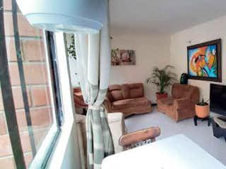 Una sala de estar llena de muebles y una televisión de pantalla plana en Apartamento en venta en El Rincón de 3 hab. con Jardín...