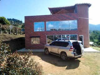 Finca Guarne, Casa en venta en Casco Urbano Guarne de 4 hab. con Bbq...