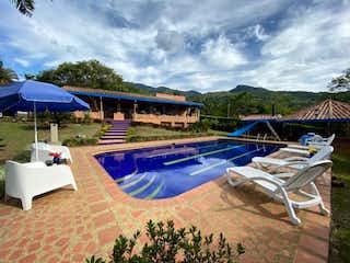 Hermosa Finca En Girardota, Casa en venta en El Totumo con acceso a Piscina