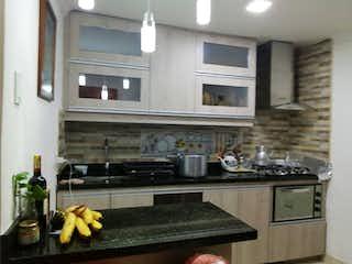 Una cocina con una estufa y un fregadero en CASA TRADICIONAL ESQUINERA MUY BONITA EN BELN
