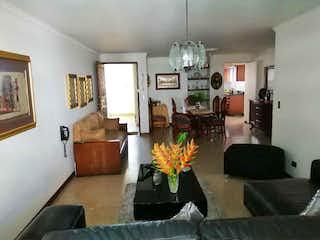 Apartamento en venta en Carlos E. Restrepo de 3 alcoba