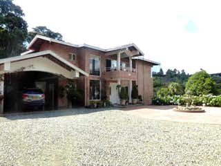 Casa en venta en Loma Del Escobero de 380m²