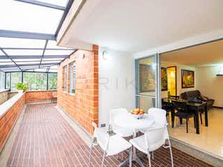 Una sala de estar llena de muebles y una ventana en Apartamento en venta en La Cuenca con acceso a Piscina
