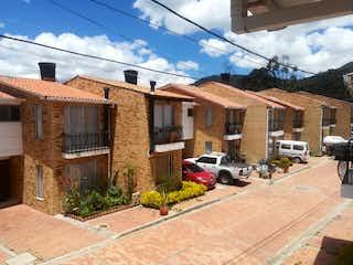 Una vista de una calle con un edificio en el fondo en Casa en venta en Casco Urbano Cajicá de 5 hab. con Jardín...