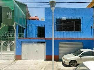 Casa en venta en Gabriel Ramos Millán de 4 hab.