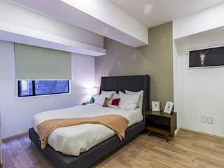 Una habitación de hotel con dos camas y un televisor en Espacio Escandón